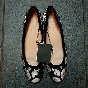 Nwt! Zara Floral Flats with Velvet Trim
